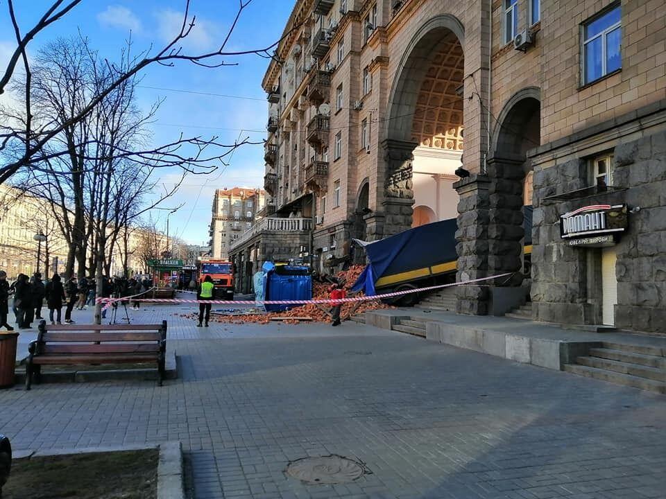 Відео ДТП на Хрещатику: що там сталося