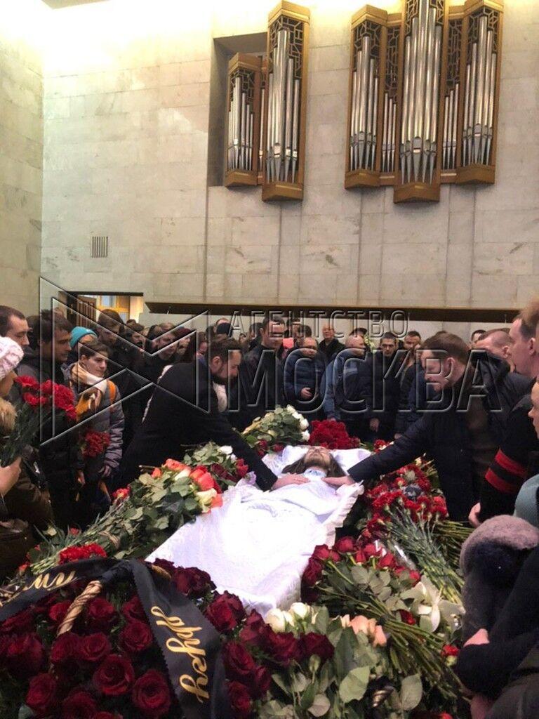 Фото Децла в гробу появились в сети