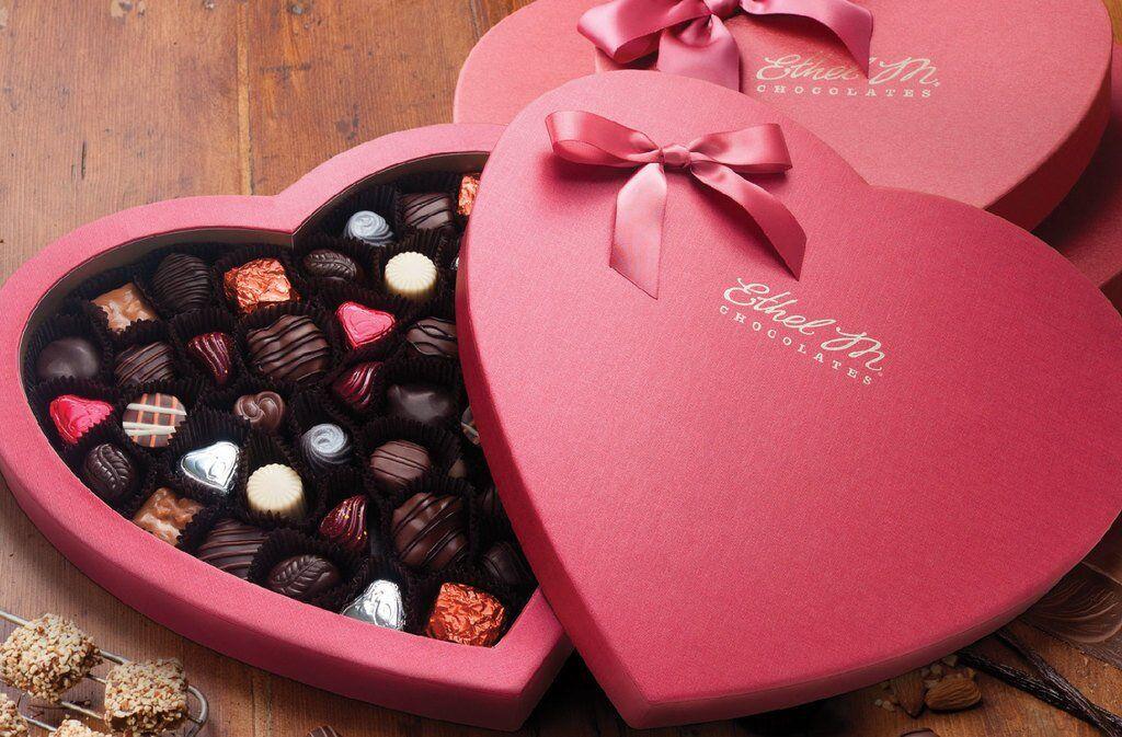 Що подарувати на 14 лютого: дівчині та хлопцю