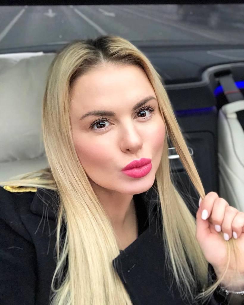 """Анна Семенович показала """"похудевшее"""" фото и пожаловалась, что хочет есть"""