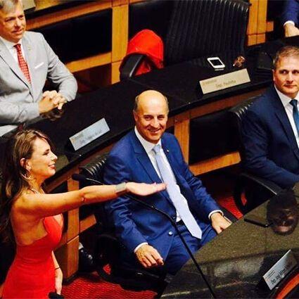 Ана Паула да Силва: кто она, почему ее декольте вызвало ажиотаж, фото