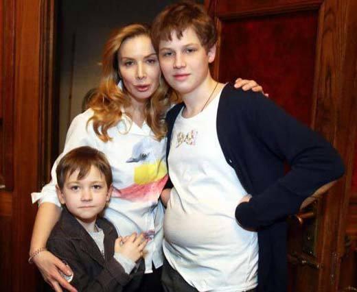 Дарія Юрська з синами