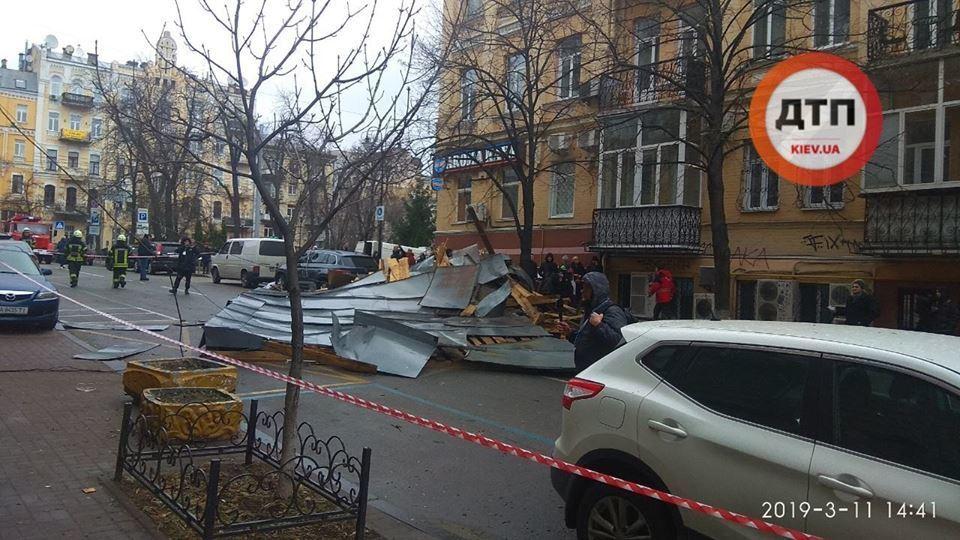 Что натворил сильный ветер в Киеве: фото