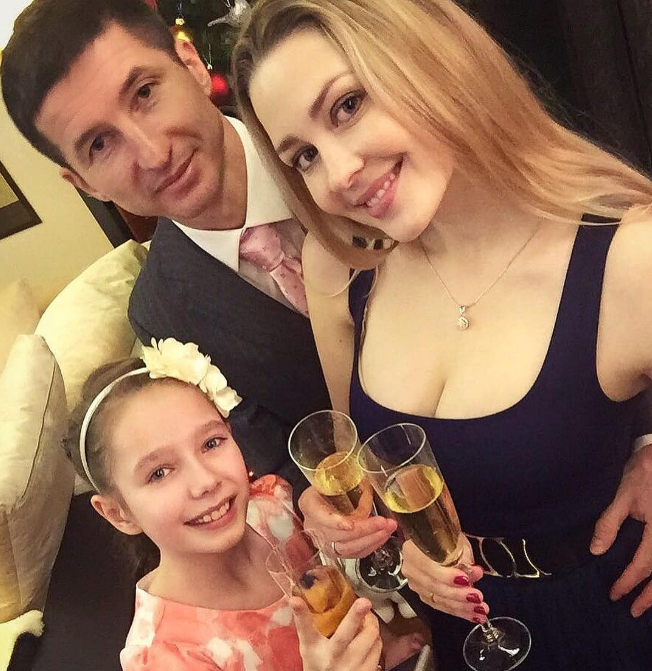 Евгений Алдонин с женой Ольгой и дочкой Верой