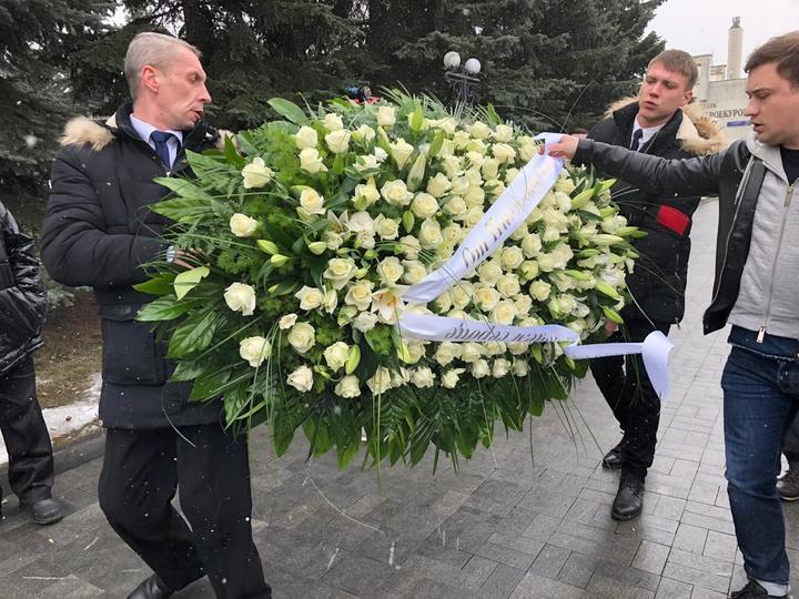 Киркоров растрогал надписью на венке для Началовой