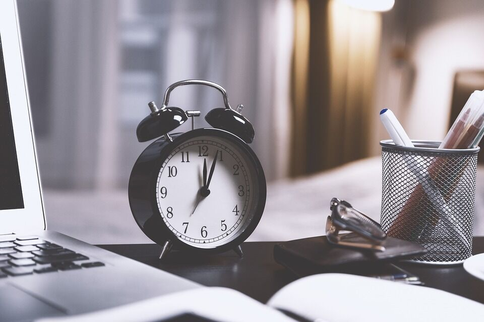 Коли переводять годинник в Україні на літній час в 2019