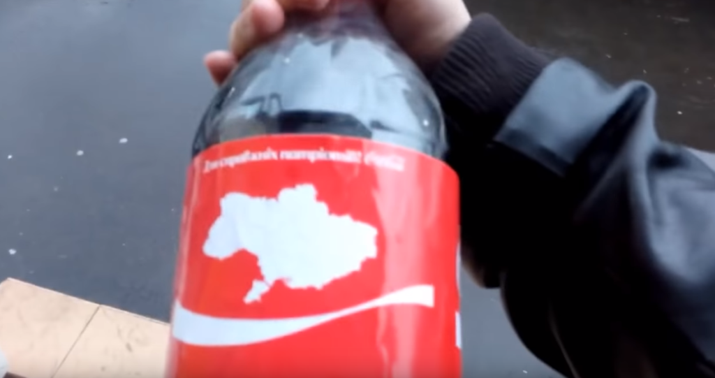 """""""Зверой*бка какая-то"""": что за фейк про Coca Cola и """"российский"""" Крым, видео"""