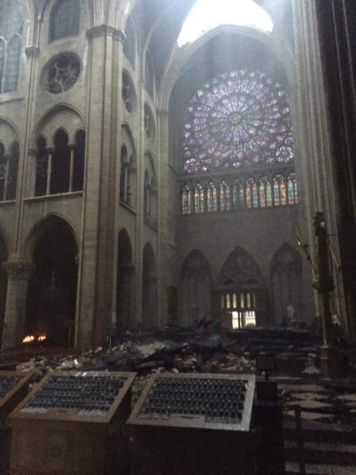 Пожарные уничтожили собор Парижской Богоматери? Хронология трагедии в деталях