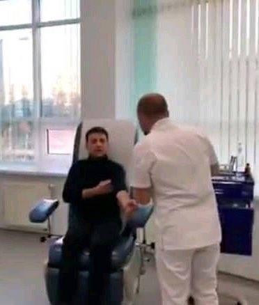 """""""Володя в кріслі потонув"""": в мережі пожурили піарників Зеленського і показали Путіна"""