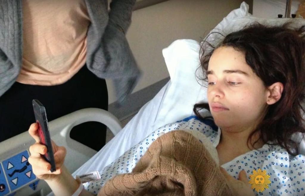 Фото Эмилии Кларк в больнице слили в сеть