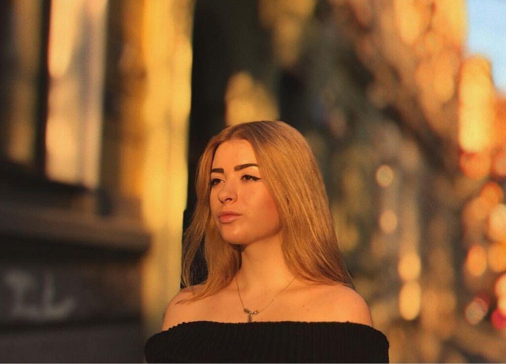 Ника Краснопольская: кто она и в какой скандал попала из-за траурных цветов