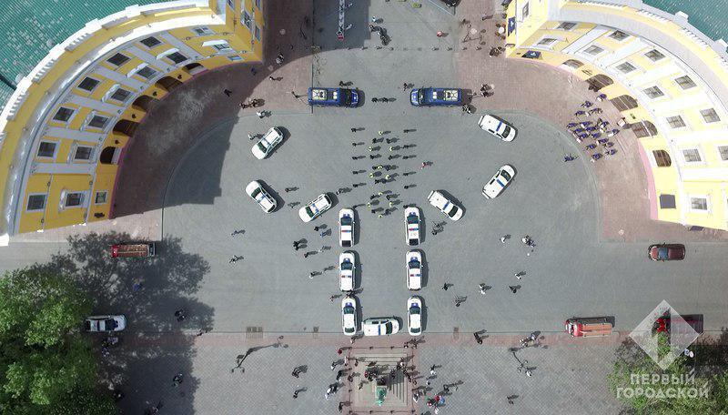 В Одессе полицейские выложили вышиванку, но большинство видит х*й