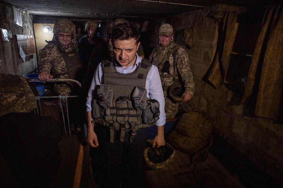 Зеленський на Донбасі і у військовій формі підірвав мережу