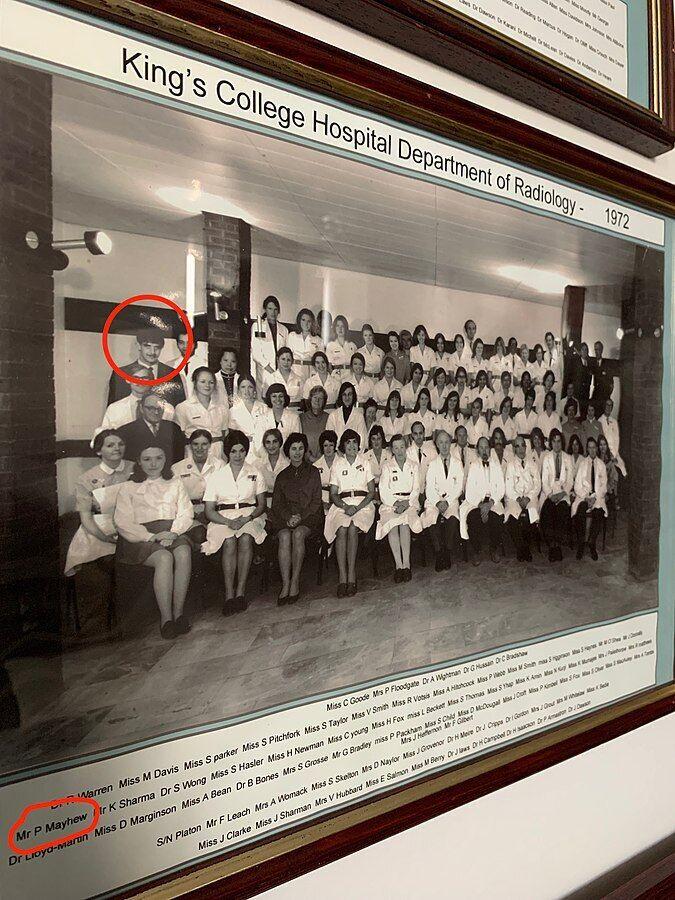 Питер Мейхью во время работы в больнице