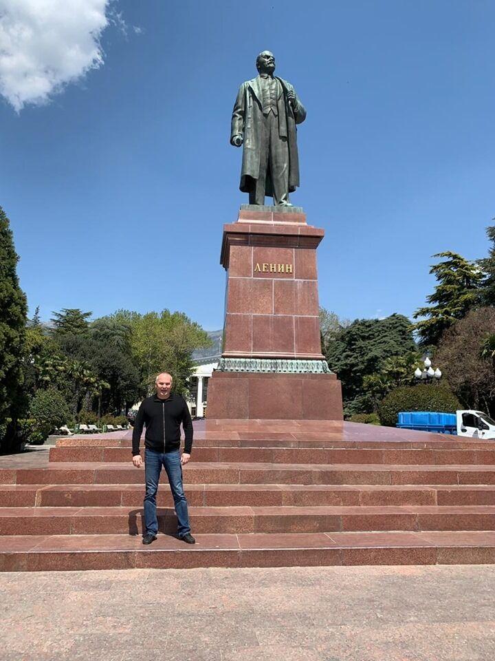 Нардеп Шуфрич устроил с женой романтическую поездку в Крым: там его поздравляли с Зеленским