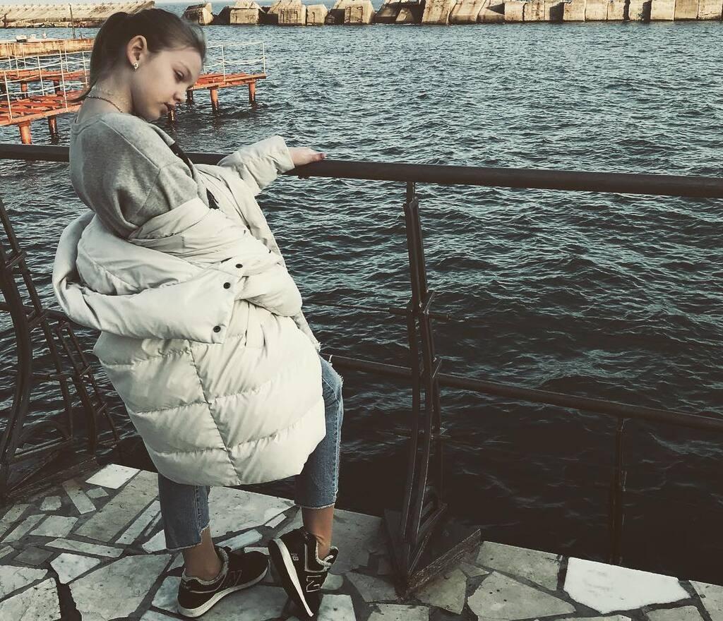 """Варвара Кошова: дочка лисого з """"Кварталу 95"""" підірвала """"Голос. Діти"""", її фото і відео"""