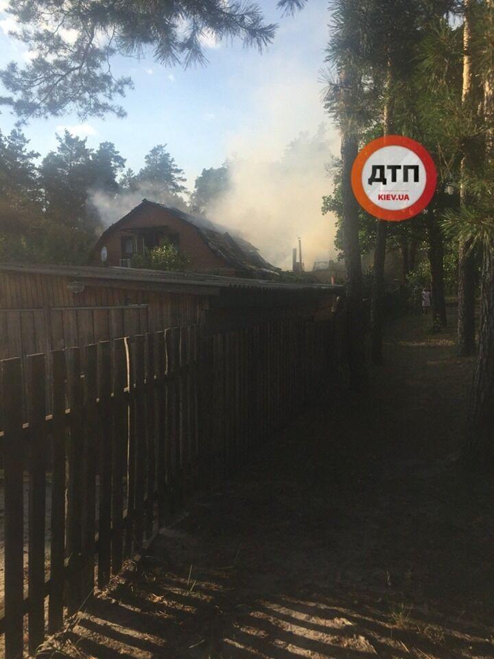 """У """"Сватів"""" розповіли про їх згорілий будинок під Києвом, відео"""
