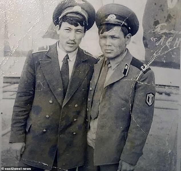 Нагашибай Жусупов - праворуч