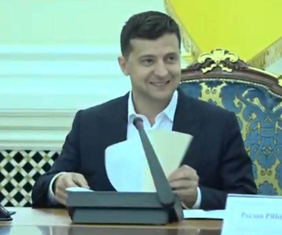 Зеленский опоздал на Банковую и смешно оправдался, видео