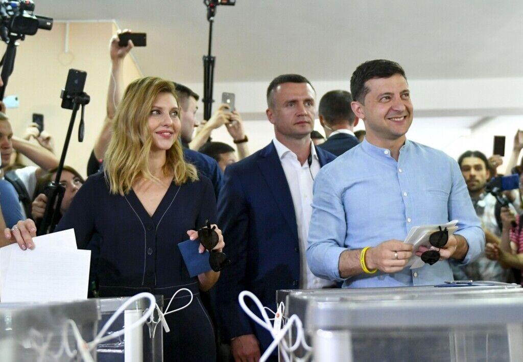 Зеленский засветил на выборах загадку с кольцом, фото