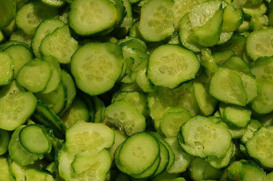 Простой рецепт, как приготовить вкусный салат из огурцов на зиму