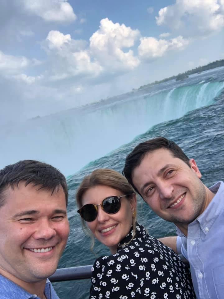 Богдан разозлил Омеляна, показав фото, как хорошо проводит время с Зеленским и его женой в Канаде