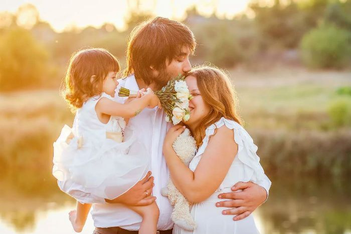 День сім'ї: листівки, картинки для привітання