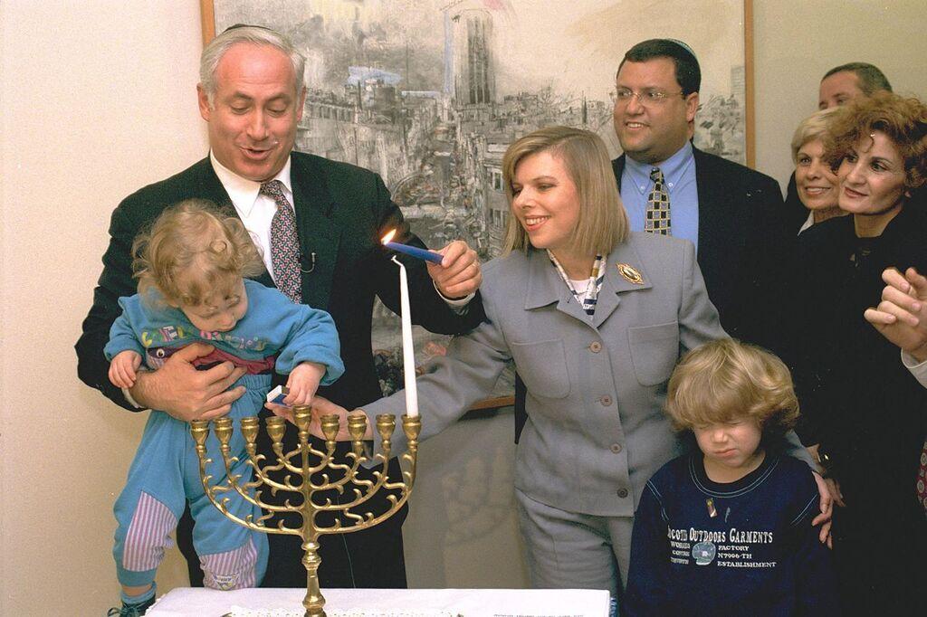 Сара і Беньямін Нетаньягу з синами