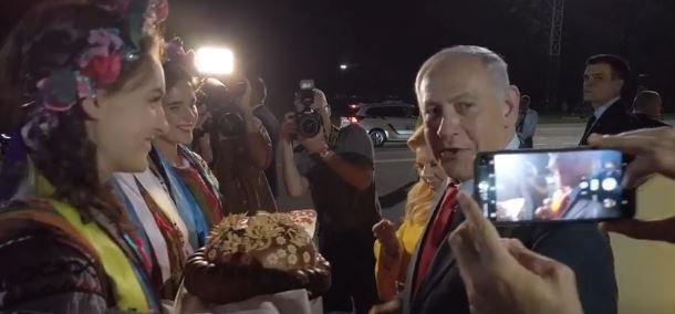 Сара Нетаньяху і український коровай: в мережі істерика через вчинок дружини ізраїльського прем'єра, відео