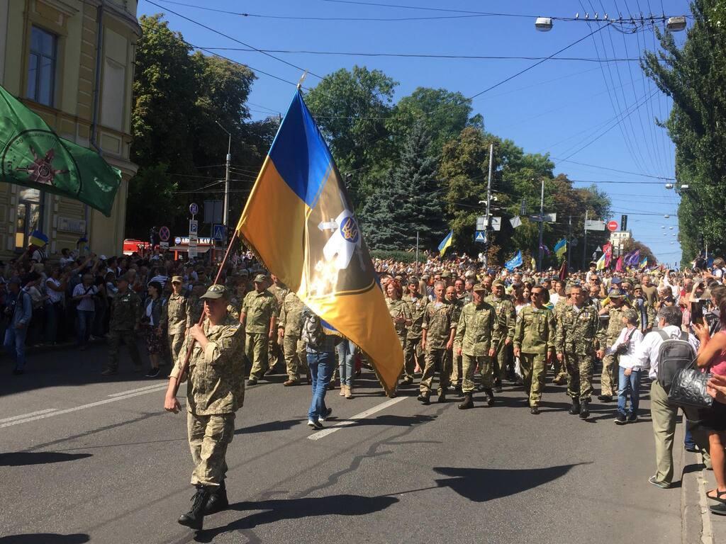 На Майдане после Зеленского устроили трогательный марш с овациями