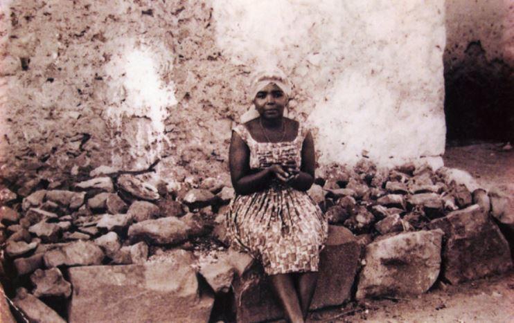 Сезария Эвора в молодости