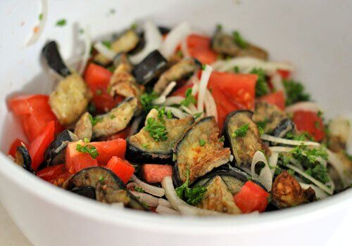 Салат з баклажанами.
