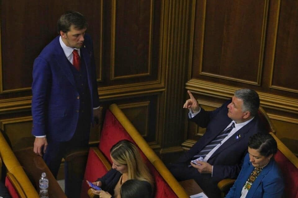 Аваков ткнул пальцем в Гончарука и всех развеселил, фото