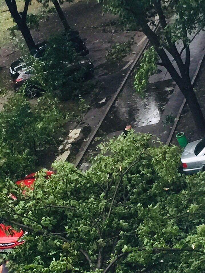 Как прошел ураган в Киеве: фото и видео