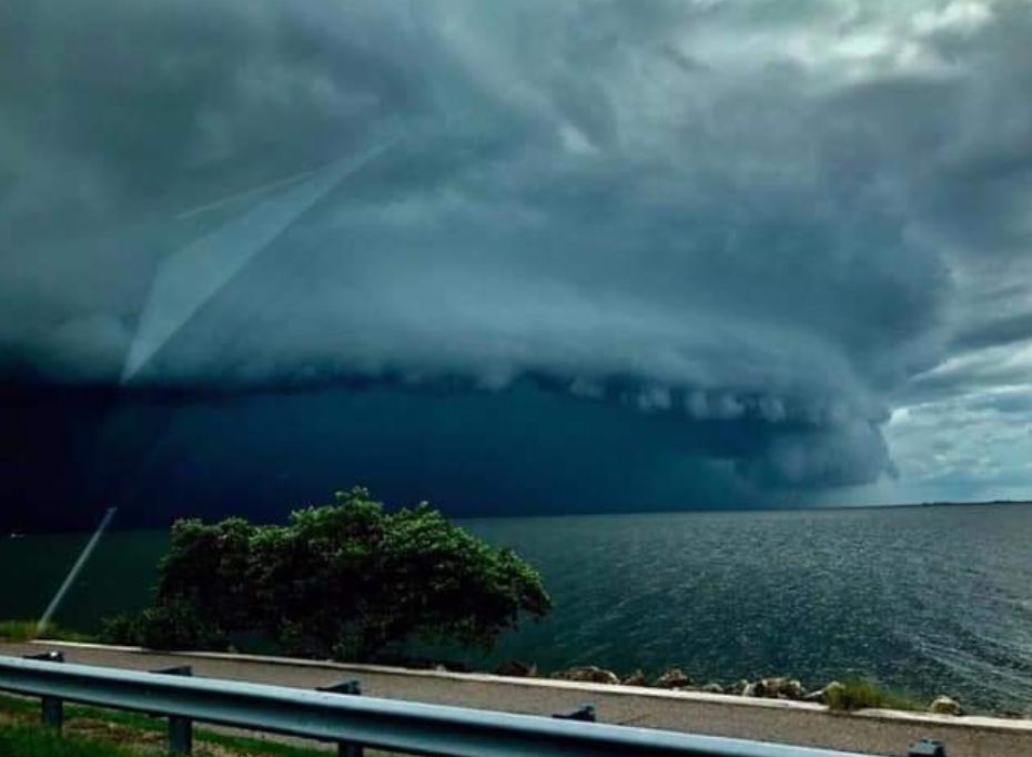 """Ураган """"Дориан"""" обрушился на Абако: жуткие детали, видео и фото"""