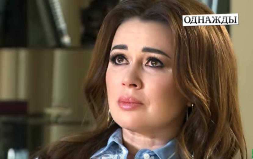 """""""А ти не відвертайся!"""" Анастасія Заворотнюк розплакалася і дорікнула чоловіку, відео"""