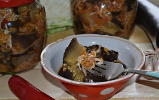 Рецепт, как закрыть вкусный салат из капусты и баклажанов на зиму за полчаса