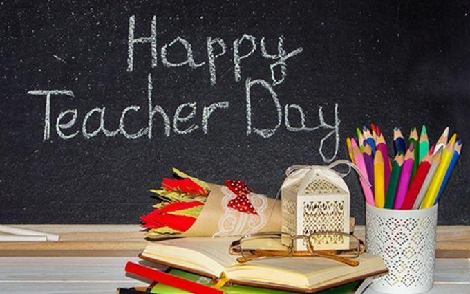 День учителя 2019: оригинальные поздравления и открытки для любимых преподавателей