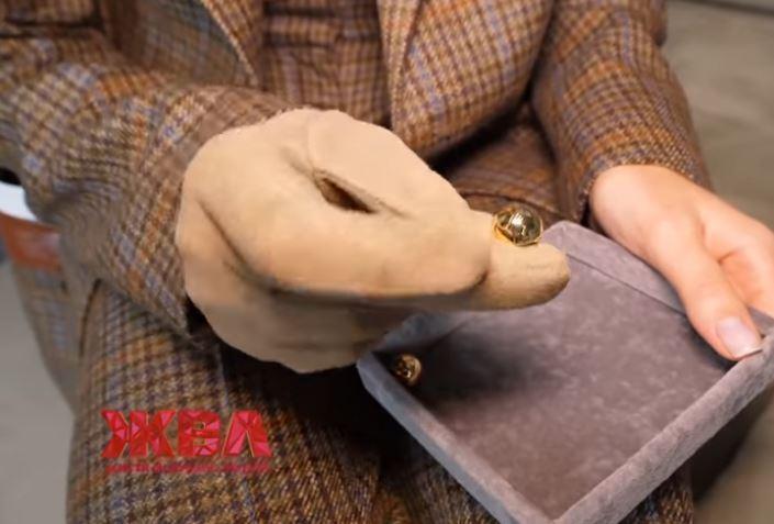 Олена Зеленська бере одяг і прикраси в оренду, відео