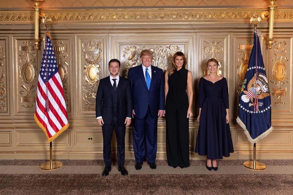 """""""Я не з ними"""": на фото Зеленського з Трампом знайшли забавний нюанс"""