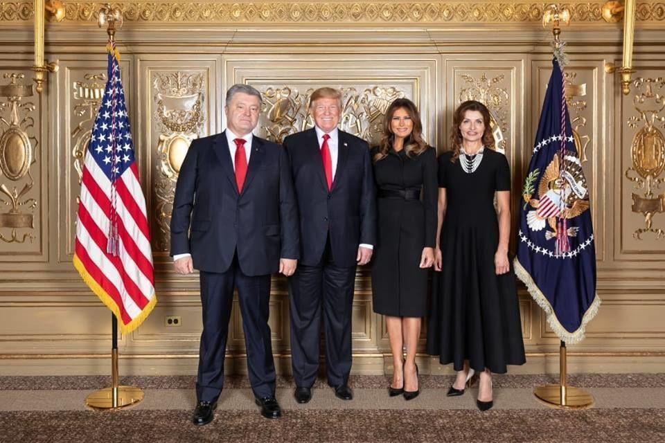 """""""Дорогие порохоботы!"""" Макс Бужанский подначил шумиху вокруг фото Зеленского и Трампа"""