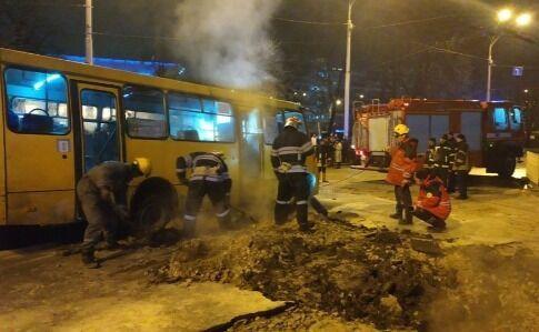 Прорыв трубы возле Ocean Plaza: семь человек госпитализированы