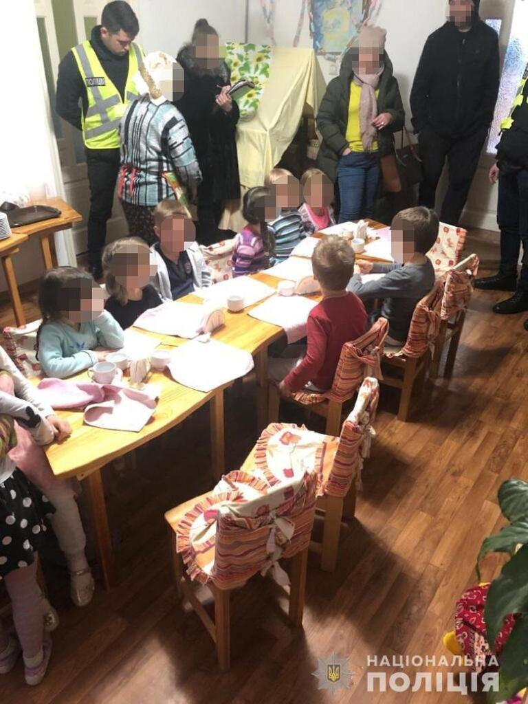 У Києві поліція виявила нелегальний дитячий садок з антисанітарними умовами