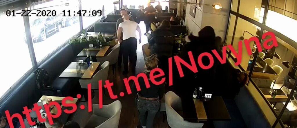 Илья Кива получил удар по лицу от ветерана АТО в ресторане Киева: видео драки