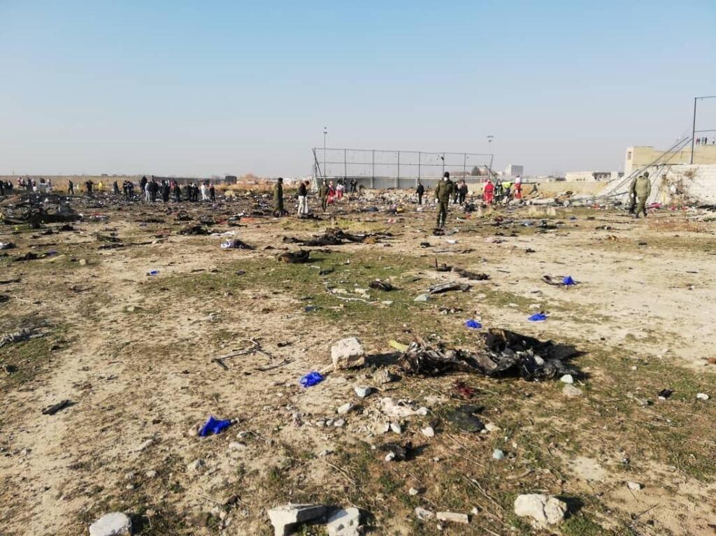 Падав палаючим: назвали причину аварії українського літака МАУ в Ірані, фото і відео