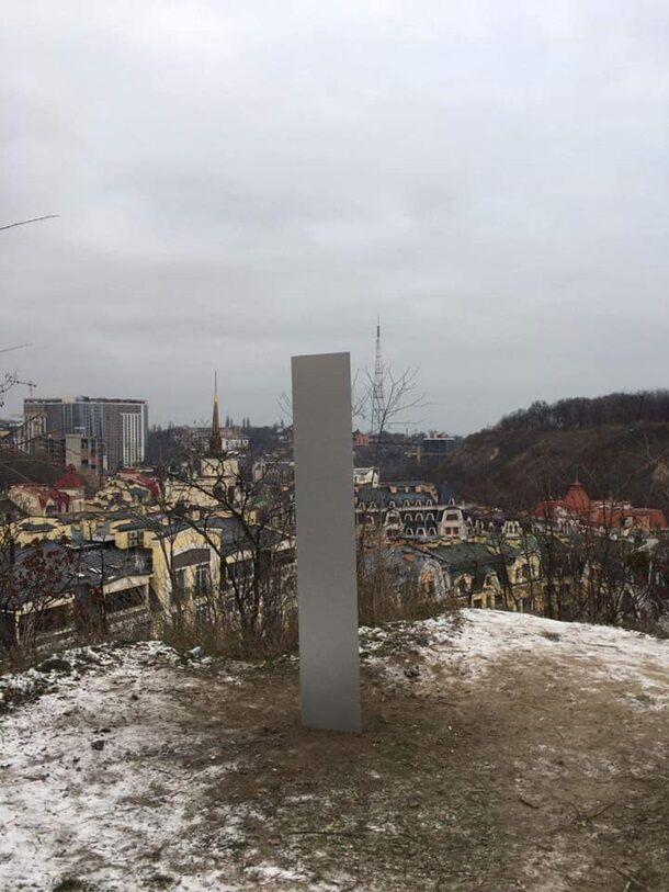 Таинственный монолит появился в Киеве