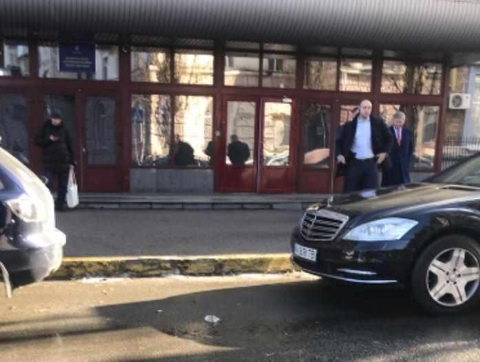 Олігарх Ахметов відвідав НАБУ, фото