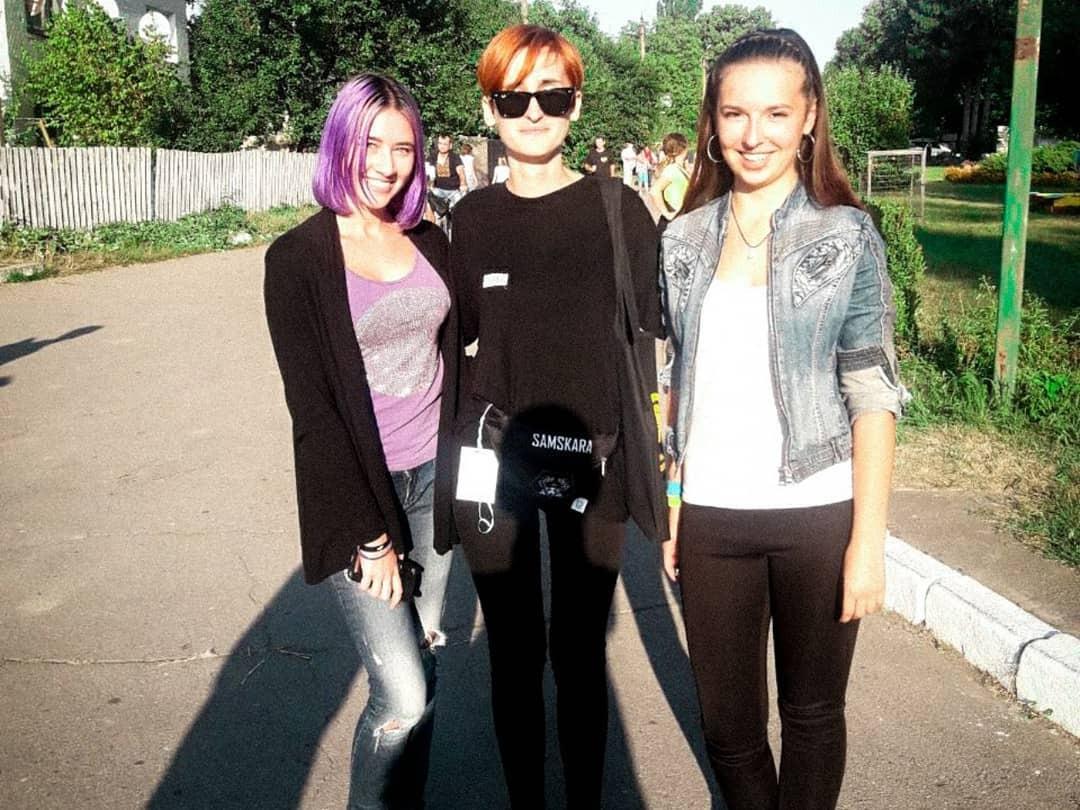 Солистка Go_A Екатерина Павленко с поклонниками