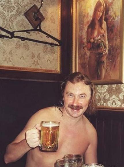 Игорь Николаев пьет за любовь