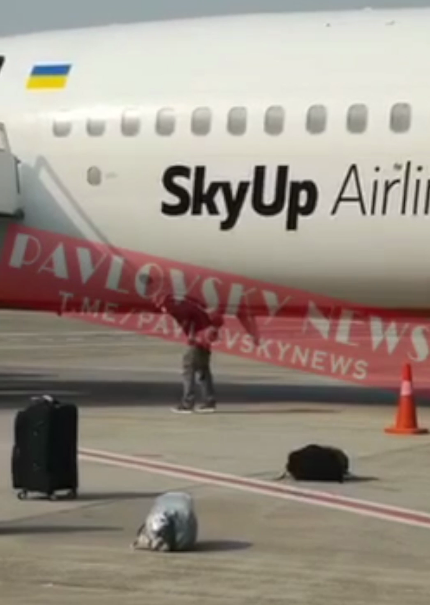 Несогласный на обсервацию украинец опорожнился под самолетом Доха-Киев. Видео